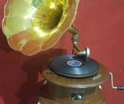 Винтажный граммофон