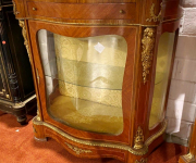 Обеденный стол в стиле барокко