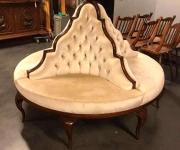 Круглая софа в стиле Людовика XV