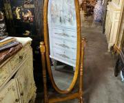 Напольное зеркало в деревенском стиле