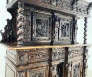 Шкаф в стиле ренессанс