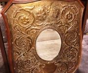 Настенное зеркало в стиле неоренессанс