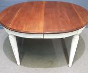 Обеденный стол в стиле винтаж