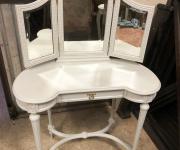 Дамский столик с зеркалом в стиле Людовика XVI